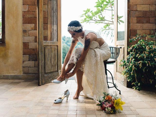 Os tecidos ideais de vestidos para casamentos ao ar livre