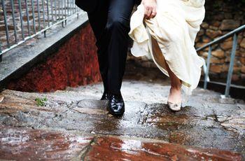 Com quem os noivos devem entrar na igreja?