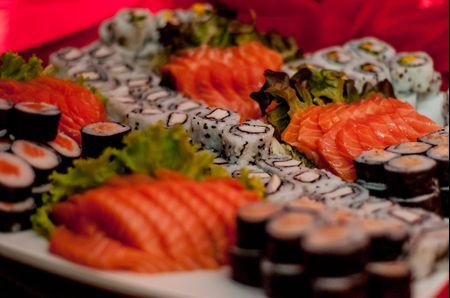 Sushi na mesa de casamento: o exotismo oriental já é um clássico