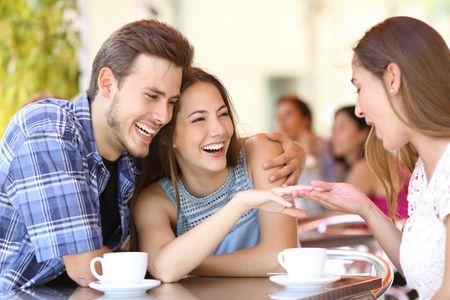 9 perguntas que vai ouvir assim que anunciar o casamento