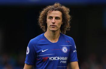O jogador David Luiz pede sua namorada em casamento