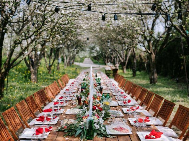 Casamentos com mesas comunitárias: convidados juntos para festejar