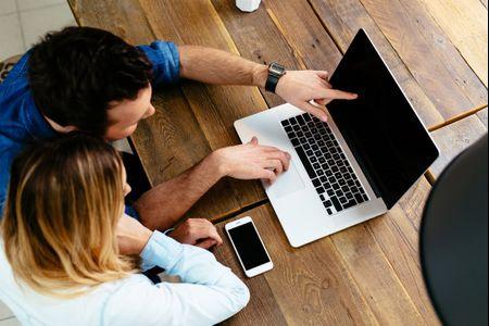 Casais que trabalham lado a lado: como evitar possíveis conflitos