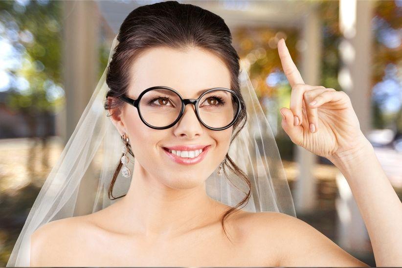 3f2ccf7f7a2de Além da maquiagem e acessórios que compõem seu visual, o penteado do  casamento também precisará ser definido em harmonia com o tipo de armação  que irá usar.