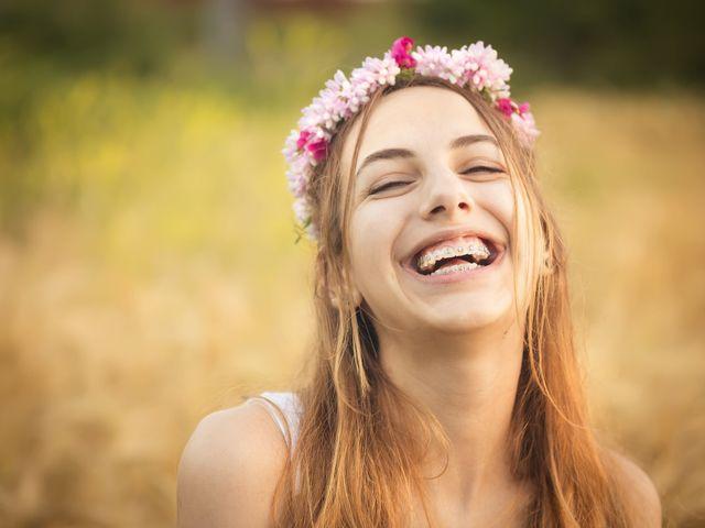 Noivas que usam aparelho: não há motivos para esconder o seu sorriso!