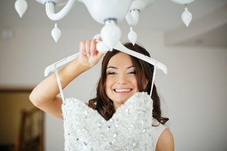 Vestido de noiva e traje do noivo: doar para ajudar