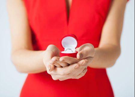 Pedido de casamento feito pela noiva