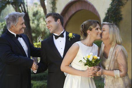 O que fazer quando pais e sogros querem interferir nas finanças do casal?