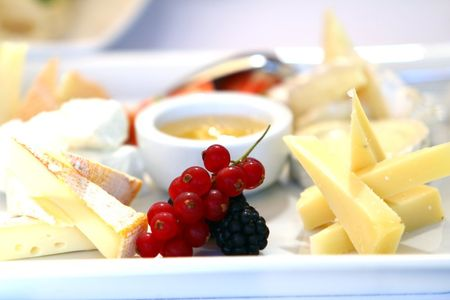 Coloque um buffet de queijo no seu casamento