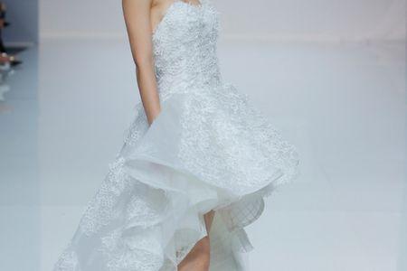 Vestidos mullet para noivas: novas coleções apostam na assimetria