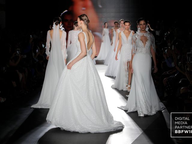 Vestidos de noiva Rosa Clará 2019 são apresentados na Barcelona Bridal Fashion Week