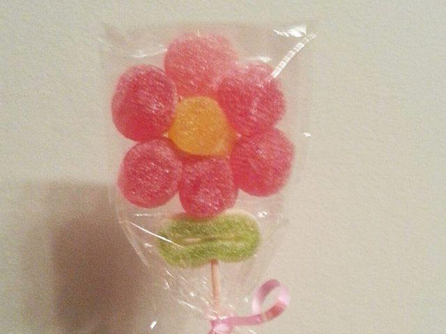 Lembrancinhas com flores de bala de goma
