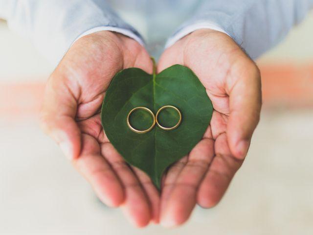 50 Fotos criativas das alianças: inspiração para o casal