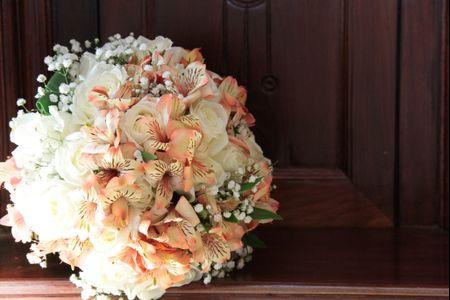 Flores artificiais na decora��o do casamento