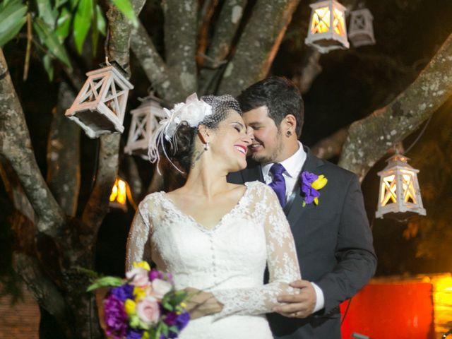 Clarice e Vinicius: um casamento em roxo e amarelo
