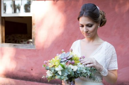 Penteados com franja: os melhores penteados para noivas
