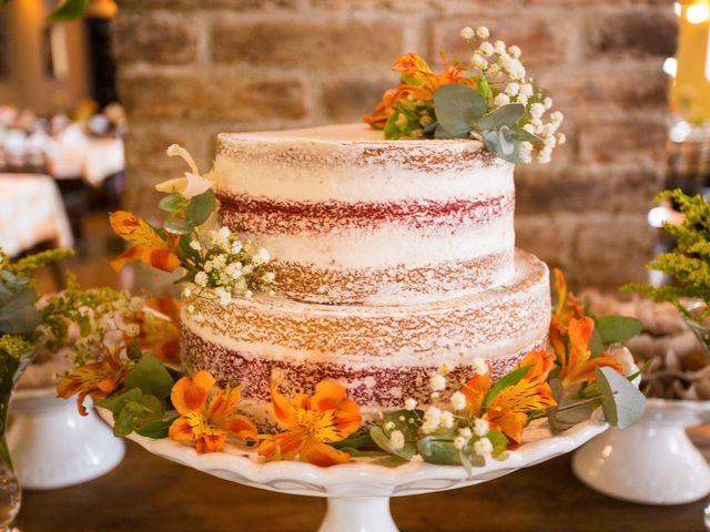 O que deve saber ao contratar quem fará o bolo de casamento