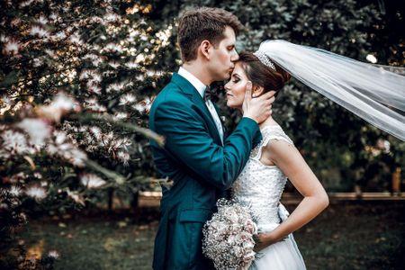 O casamento de Jéssica e Guilherme: elegância natural em Curitiba