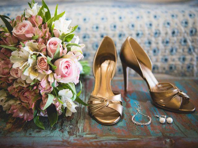 35 Sapatos dourados para as noivas brilharem