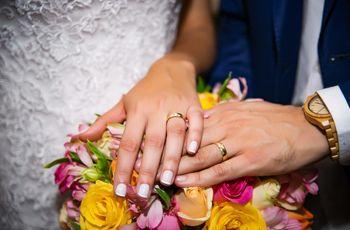 Saiba as principais diferenças entre aliança de noivado e de casamento