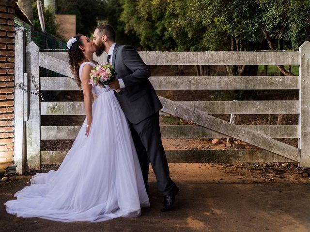 A elegância delicada dos vestidos de noiva plissados