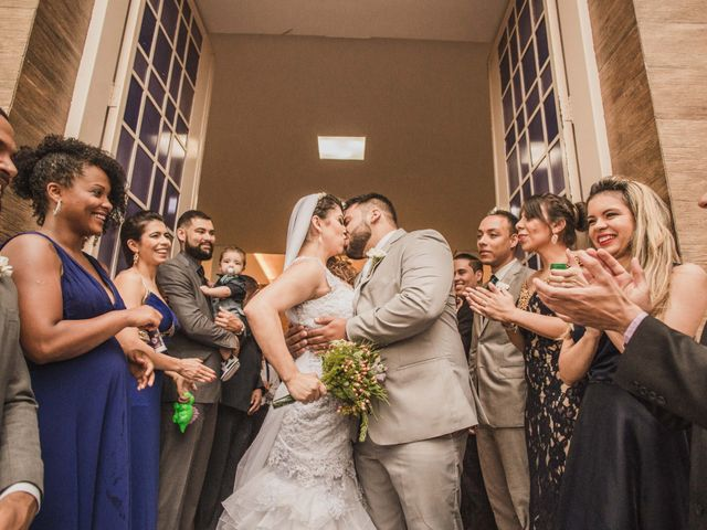 O casamento de Luciana e Marlon: romance que nasceu entre livros
