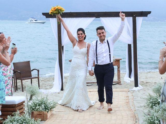O casamento de Patrícia e Renan: celebrando o amor à beira-mar