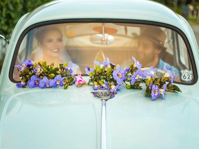 A decoração floral para o carro do casamento