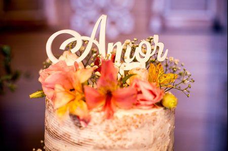 Topos de bolo com frases e palavras: que tal aderir à tendência?