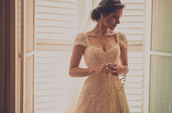 O penteado ideal segundo o decote do vestido de noiva