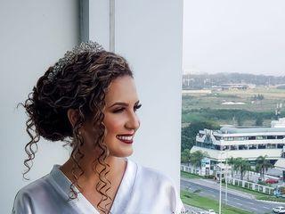 Carolina Fernandes Maquiagem e Penteado 3