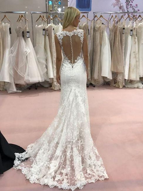 e2f45b85c74 Tendências em vestidos de noiva 2018  5 detalhes para se inspirar