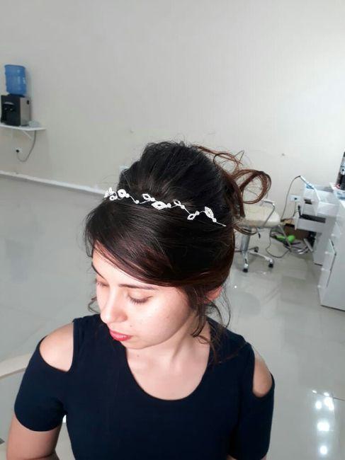 Detalhe do penteado. 2