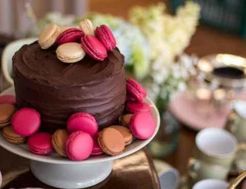 bolo com macarons
