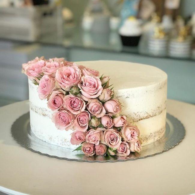Eu amei demais esse bolo, é bem a nossa cara, mas vou pedir pra colocarem mais algum enfeite em cima