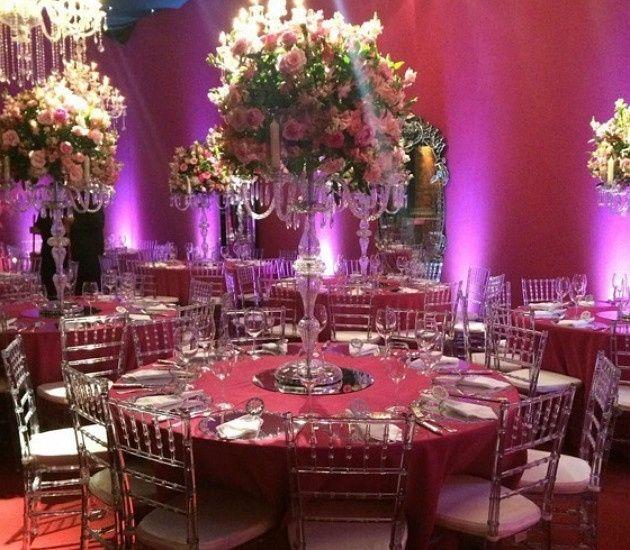 Flores e mais flores - Para a área externa e o salão principal, a escolha de Larissa foram as bougai