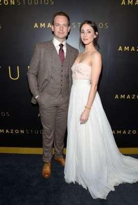 Troian Bellisario usou o vestido de noiva dela para festa do Globo de Ouro 1