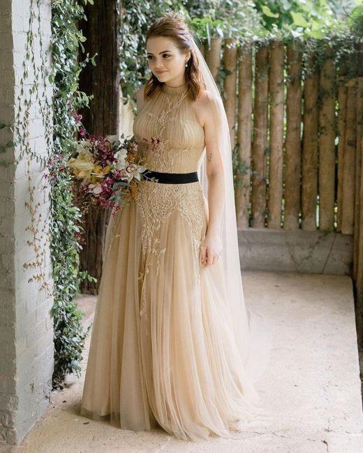 Troian Bellisario usou o vestido de noiva dela para festa do Globo de Ouro 3