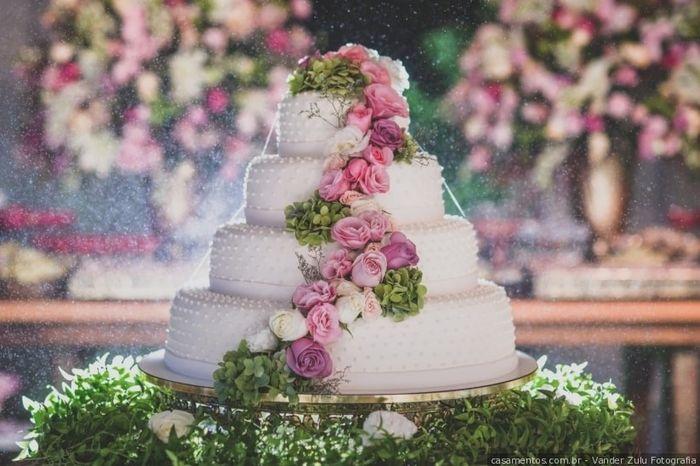 Cascata de flores no bolo: pego, penso ou passo? 1