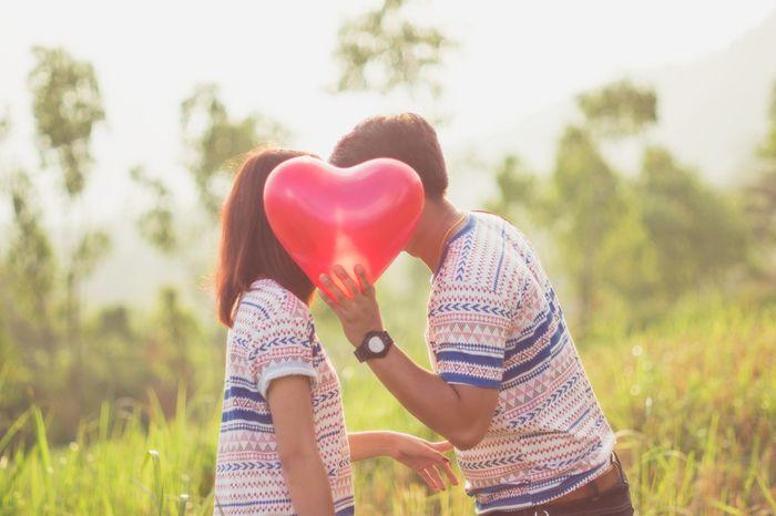ENQUETE: Onde você conheceu o seu amor? 1