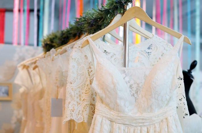 Quanto tempo antes começou a procurar o vestido de noiva? 1