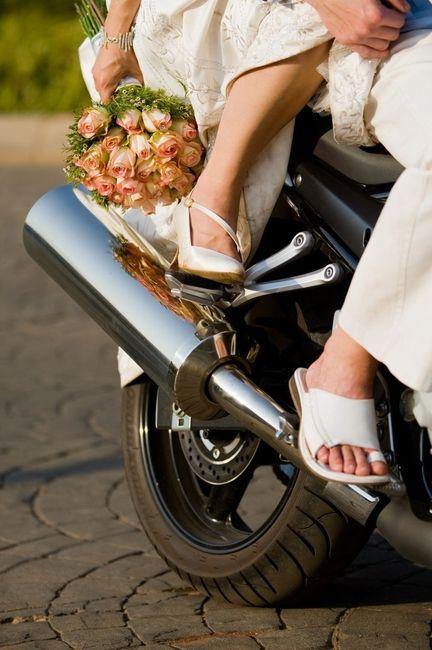 Você chegaria de moto no seu casamento? 1
