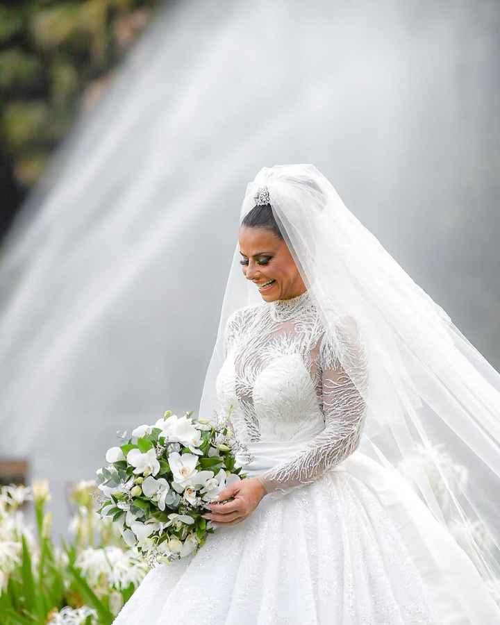 Dê o seu lance para… o vestido de noiva da Viviane Araújo 💰 - 1