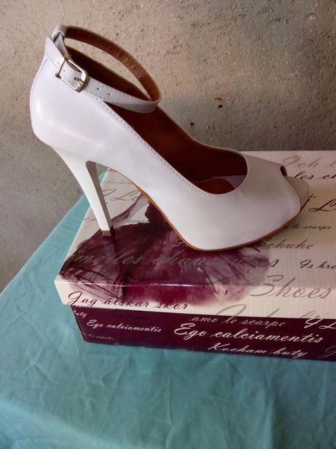 3f2404350 bom dia noivinha , faltam 9 meses para o meu casamento e pensam numa noiva  ansiosa , sim eu kkk . com a ajuda de vcs escolhi meu sapato para o grande  ...