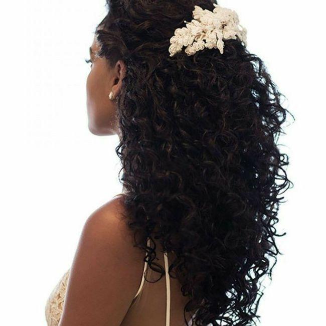 Noivas cacheadas com véu e coroa 2