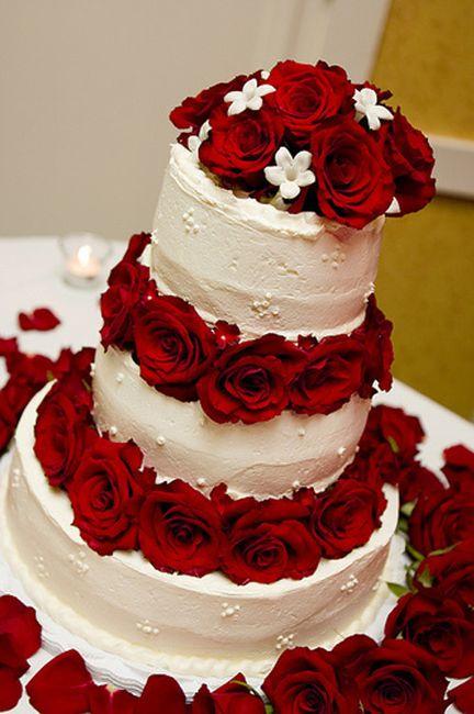 Bolo de Casamento com detalhes vermelho 2