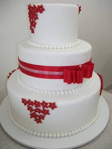 Bolo de Casamento com detalhes vermelho 4