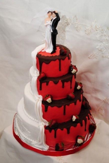 Bolo de Casamento com detalhes vermelho 5