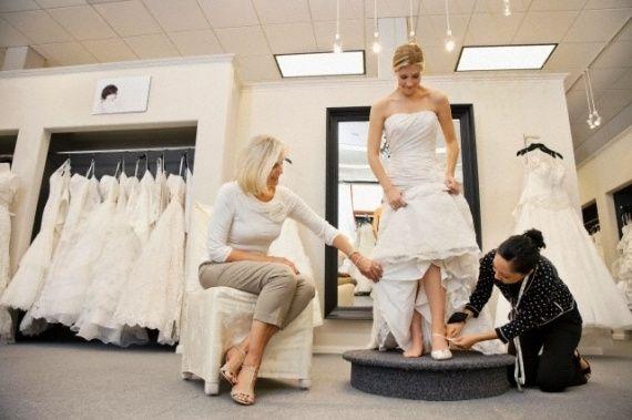 9096f5bd75 Descaso na loja de vestidos de noiva - 1