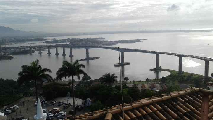 vista da ponte que atravessa vila velha e vitoria